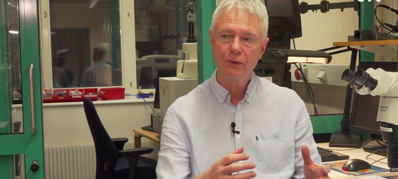 Jens Schouenborg intervjuas av SVT